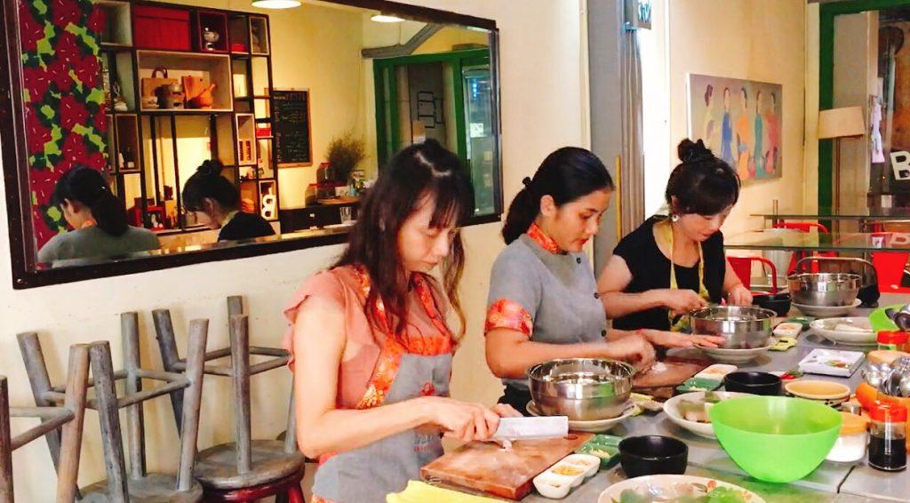 越南料理教室體驗。胡志明市M.O.M cooking class。[Miss 飛妮] @Miss 飛妮