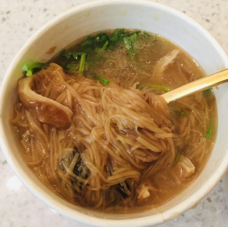 新竹竹北美食。大腸紅麵線臭豆腐。隱藏在高鐵站附近樸實無華平價小吃[Miss 飛妮] @Miss 飛妮