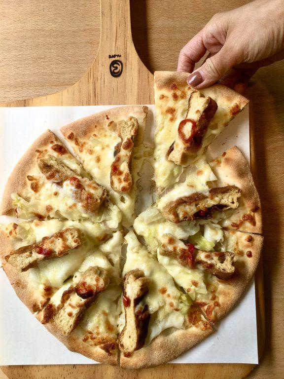 新竹美食。Family Pizza手工窯烤比薩 光復店。新竹創意比薩口味龍頭教主。麻辣臭豆腐比薩。三星蔥鴨賞比薩。剝皮辣椒肉比薩[Miss 飛妮] @Miss 飛妮