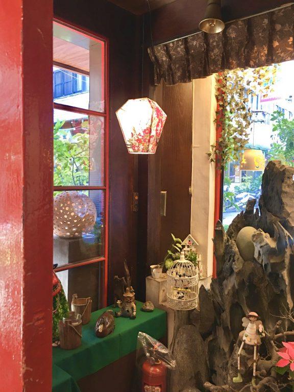 台中美食。華泰咖啡館。隱身在巷弄裡30年頭老字號的老咖啡店[Miss飛妮] @Miss 飛妮