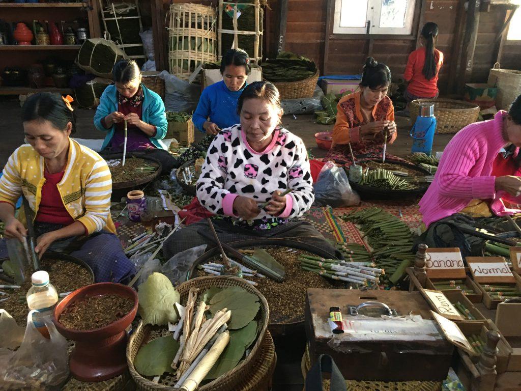 緬甸旅遊。第二天仰光~黑河~茵萊湖。緬甸國內航線、六人木舟賞湖、擺拍【Miss 飛妮】 @Miss 飛妮