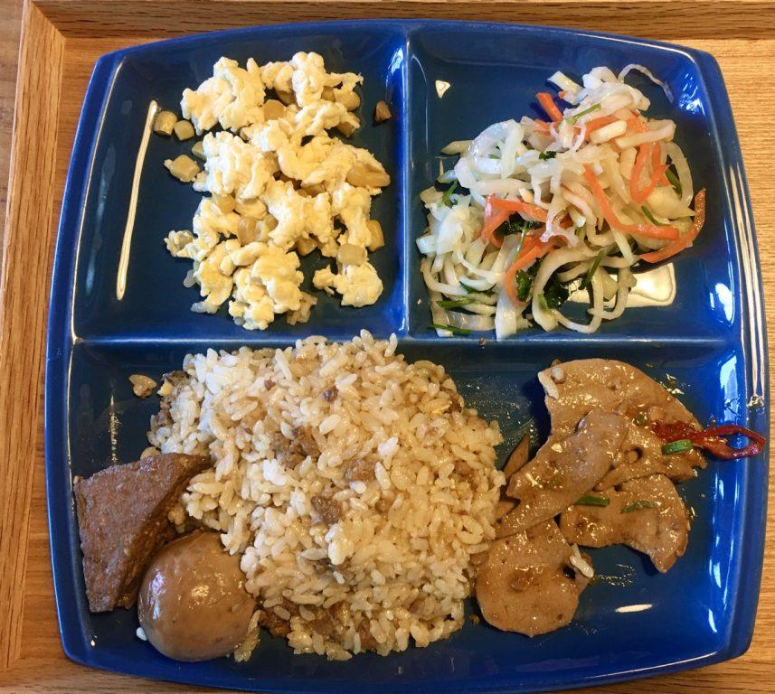桃園美食。馬吉蒜味芶芶麵。使用來自花蓮富里米。滿滿蒜味肉羹。獨門配方滷肉飯[Miss 飛妮] @Miss 飛妮