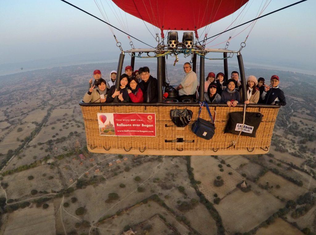 緬甸旅遊。第八天 ~第九天 : 蒲甘-仰光 – 台北。蒲甘16人熱氣球。漆器工坊。機上奇遇[Miss飛妮] @Miss 飛妮