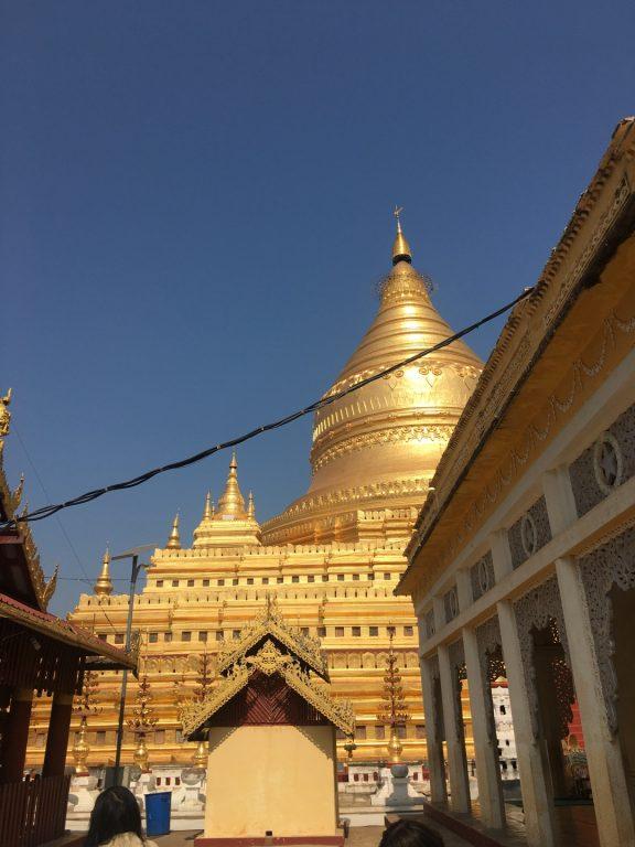 緬甸旅遊。第七天蒲甘。良烏市場。瑞喜宮塔。阿南達寺。馬努哈寺。小馬車之旅。伊洛瓦底江 @Miss 飛妮