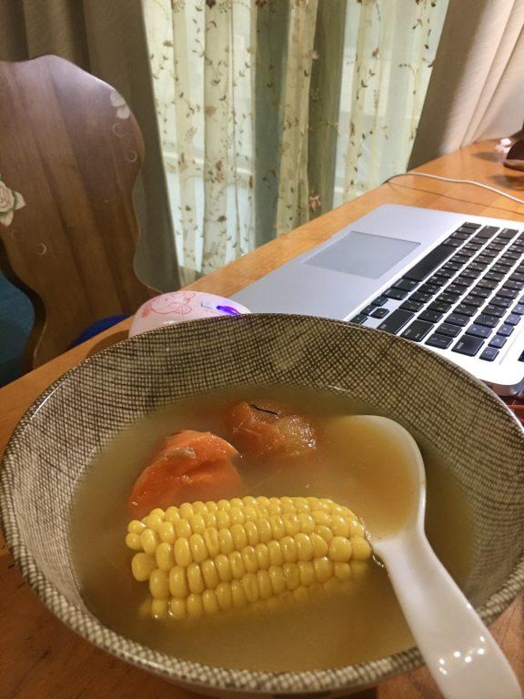 宅家美食。煲湯美人鍋。天然維他命薏仁煲湯。節氣春分後的食補。薏仁健脾利濕消水腫 @Miss 飛妮