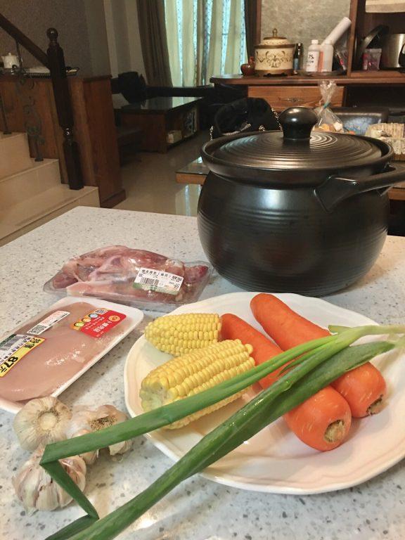 宅家美食。煲湯美人鍋。蔥蒜雞煲湯。節氣春分後的食補。補充體力增強抵抗力 @Miss 飛妮