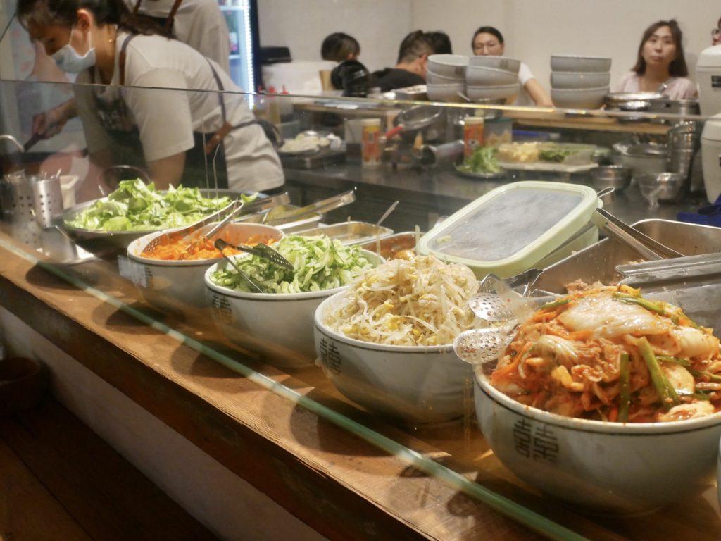 新竹美食。東門市場4.8坪。走進韓國小吃攤的平行世界。像極了與韓星戀愛的滋味[Miss飛妮] @Miss 飛妮