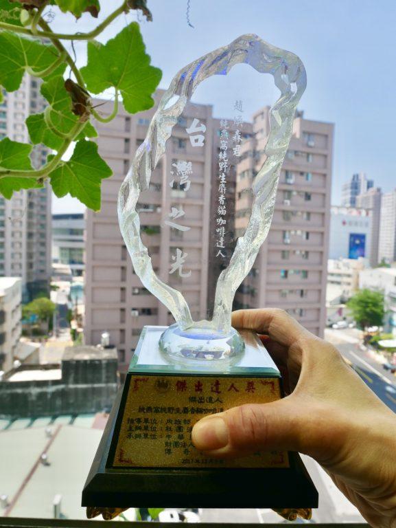 健康宅家美食。趙煥森先生純燕窩達人榮獲第五屆台灣之光。百業傑出達人獎。海峽兩岸餐飲協會評選最優燕窩金質獎~乾燕生技純燕窩不漂白、不貼厚、不塗膠。[Miss飛妮] @Miss 飛妮