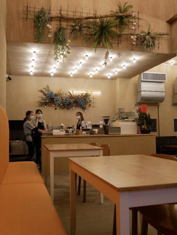 新竹竹北美食。風天食舖。走小清新風格路線的小品餐點。雪白芒草海的迎賓裝置藝術[Miss飛妮] @Miss 飛妮