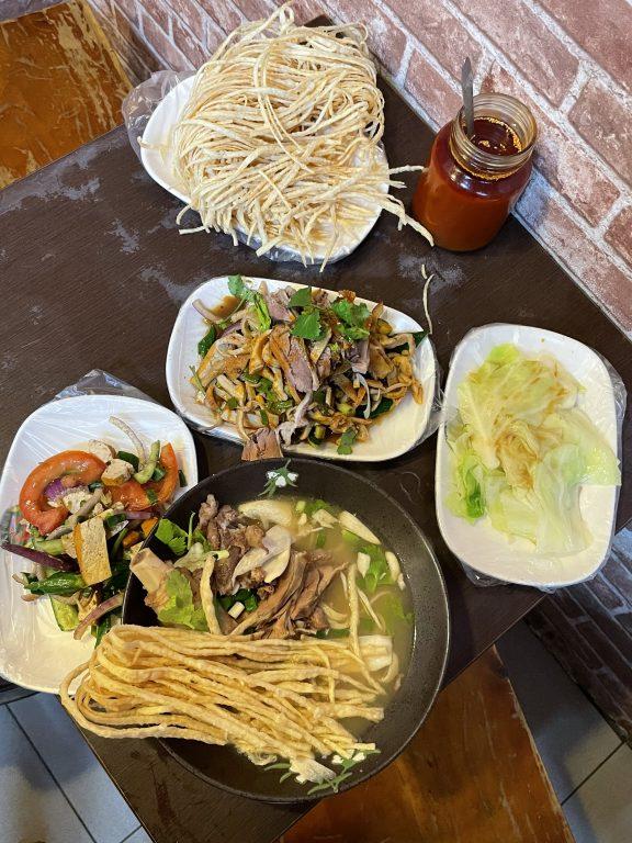 桃園美食。胡同彭家老舖。來自新疆美食孜然好風味。羊肉牛肉雙拼饊子。新疆拉麵[Miss飛妮] @Miss 飛妮