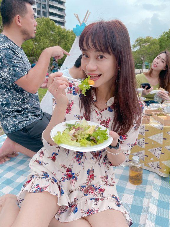 新竹竹北野餐景點。歐啦啦品酒野餐派對。歐啦啦葡萄酒主辦~波普樂沙拉Popular Salad 提供餐點。水圳公園野餐會[Miss飛妮] @Miss 飛妮