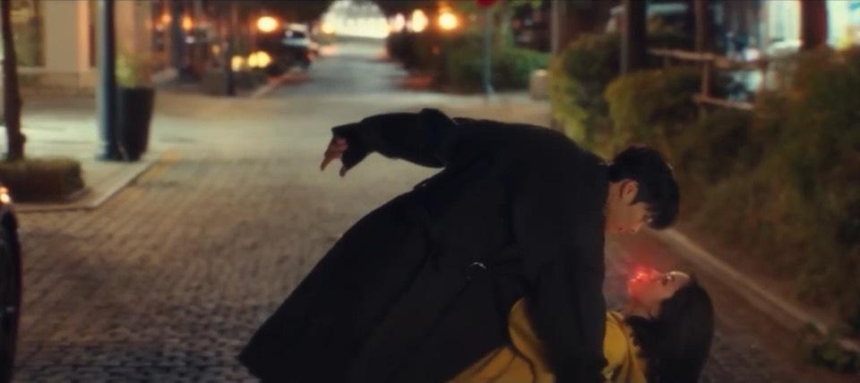 韓劇我的室友是九尾狐1-2集。人狐糾纏緣分從誤吞一個狐珠開始。溫柔腹黑張基龍和活潑搞笑惠利攜手演出改編人氣漫畫的人狐羅曼史[Miss飛妮] @Miss 飛妮