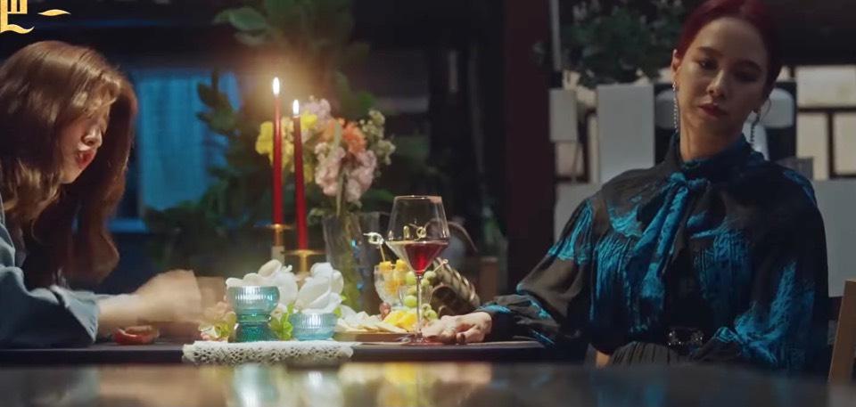 韓劇來魔女食堂吧!第一~四集魔法願望料理故事。鵝肝鬆餅、赤色牛排、番茄濃湯、清燉嫩雞、實現愛情的巧克力。我的魔法料理能實現願望,只要吃完願望就能實現,但實現願望當然要付出代價,因為世上沒有白吃的午餐。主題曲~Holding On。主題曲Alone[Miss飛妮] @Miss 飛妮