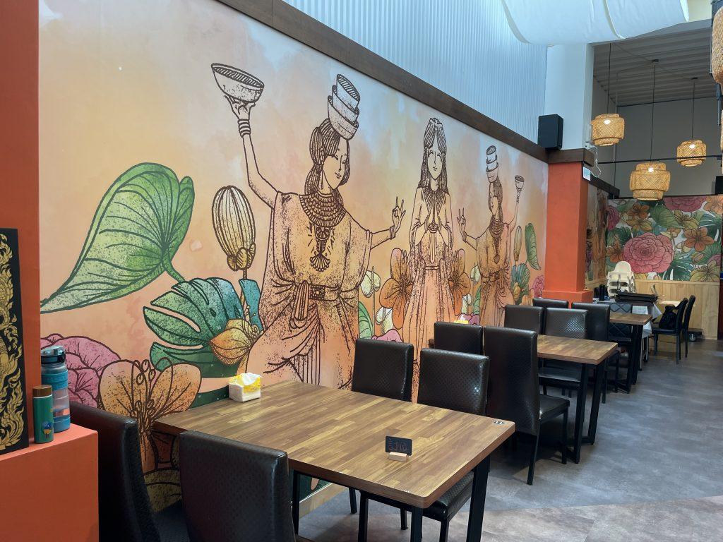 新竹竹北美食。泰銷魂泰式料理餐廳。營造一種彷彿走入泰國境內的異國風情。泰式個人套餐、合菜、泰式飲品年輕時尚泰國味。複合式經營義式冰淇淋品牌Chillin' today&Gelato[Miss飛妮] @極光公主飛妮